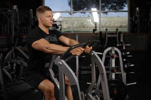 exercicio-remada-articulada-pegada-neutra