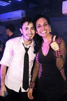 Oscar Alejandro e a empresária do cantor Gabriela Maldonado Segala